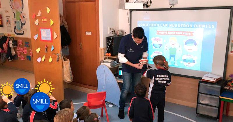 El Dr. Juan José Fernádez de Rota imparte una charla en el colegio Teresianas de Málaga