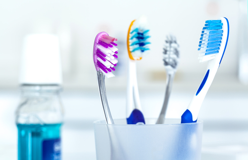 Trucos y consejos para limpiar el cepillo de dientes