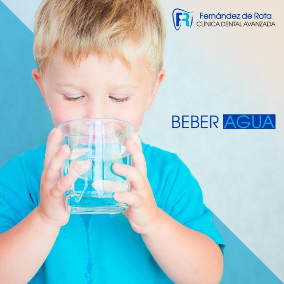 Beneficios del agua para la salud bucal